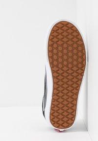 Vans - OLD SKOOL - Sneakersy niskie - black - 4