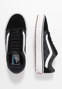 Vans - OLD SKOOL - Sneakersy niskie - black - 1