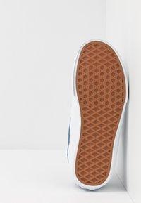 Vans - ROWLEY - Skate shoes - blue/gray - 4