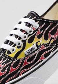 Vans - AUTHENTIC - Baskets basses - black/true white - 5
