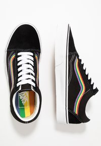 Vans - OLD SKOOL - Sneakersy niskie - black/multicolor/true white - 1