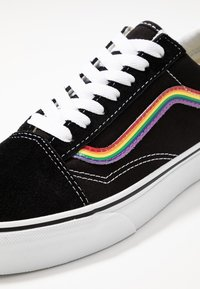 Vans - OLD SKOOL - Sneakersy niskie - black/multicolor/true white - 6