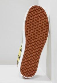 Vans - UA ERA TIE DYE - Skateschuh - blazing yellow/true white - 4
