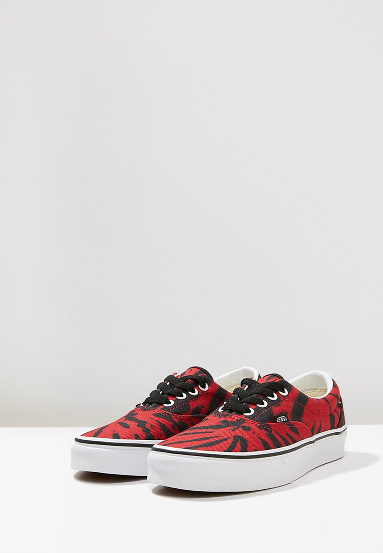 UA ERA TIE DYE Chaussures de skate tango redtrue white
