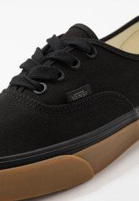 Vans - AUTHENTIC - Sneakersy niskie - black - 6