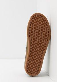 Vans - AUTHENTIC - Sneakersy niskie - black - 4