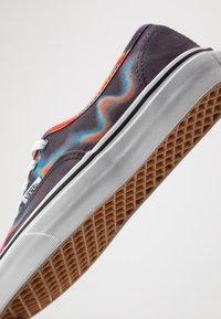 Vans - AUTHENTIC - Sneakers laag - multicolor/true white - 6