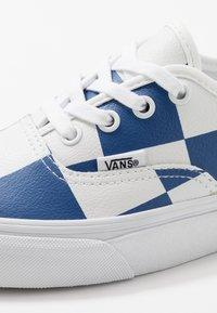 Vans - AUTHENTIC - Zapatillas - true white/true blue - 6