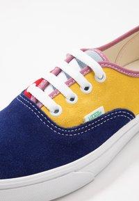 Vans - AUTHENTIC - Sneakers basse - sunshine/multicolor/true white - 6