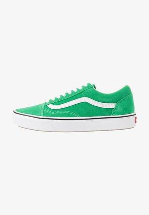 COMFYCUSH OLD SKOOL - Sneakers basse - fern green/true white