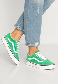 Vans - COMFYCUSH OLD SKOOL - Zapatillas - fern green/true white - 0