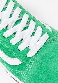 Vans - COMFYCUSH OLD SKOOL - Zapatillas - fern green/true white - 2