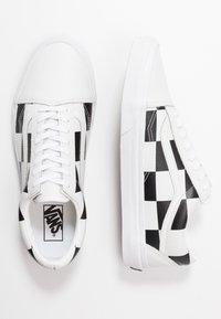 Vans - OLD SKOOL - Sneakersy niskie - true white/black - 1