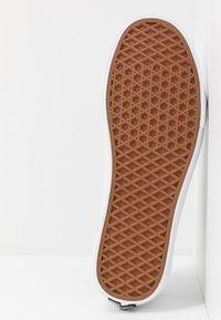 Vans - OLD SKOOL - Sneakersy niskie - true white/black - 4
