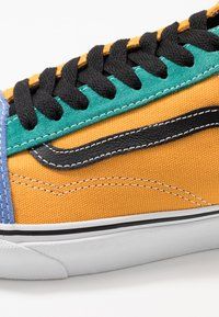 Vans - OLD SKOOL - Sneakersy niskie - cadmium yellow/tidepool - 6