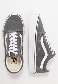 Vans - OLD SKOOL - Sneakers laag - pewter/true white - 1