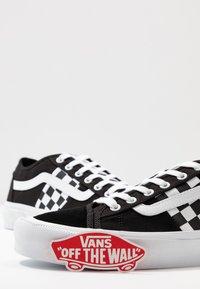 Vans - BESS  - Skateschoenen - black/true white - 5