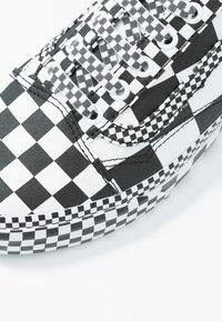 Vans - OLD SKOOL - Joggesko - black/true white - 6