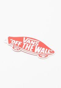 Vans - OLD SKOOL - Sneakersy niskie - red - 6