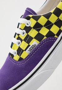 Vans - ERA - Sneakers basse - fuschia purple/multi/true white - 6
