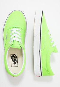 Vans - ERA - Zapatillas - neon green gecko/true white - 1
