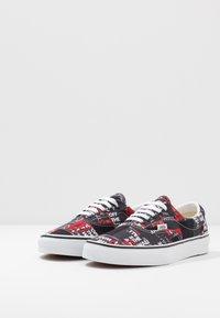 Vans - ERA - Sneakers laag - black/red/true white - 2
