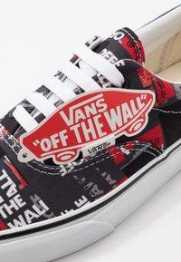 Vans - ERA - Sneakers laag - black/red/true white - 5