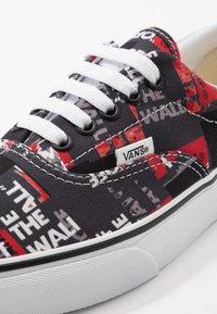 Vans - ERA - Sneakers laag - black/red/true white - 6