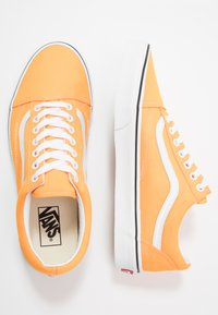 Vans - OLD SKOOL UNISEX - Sneakers basse - neon blazing orange/true white - 1