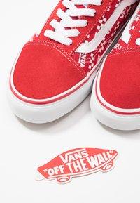 Vans - OLD SKOOL - Skatesko - racing red/true white - 5