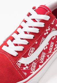 Vans - OLD SKOOL - Skatesko - racing red/true white - 6