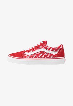 OLD SKOOL - Skate shoes - racing red/true white