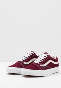 Vans - OLD SKOOL - Obuwie deskorolkowe - port royale - 2