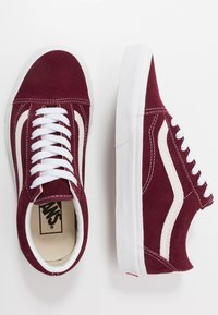 Vans - OLD SKOOL - Obuwie deskorolkowe - port royale