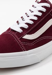 Vans - OLD SKOOL - Obuwie deskorolkowe - port royale - 6