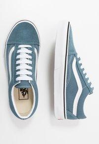 Vans - OLD SKOOL UNISEX - Sneakersy niskie - blue mirage/true white - 1