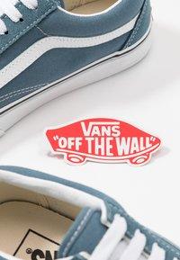 Vans - OLD SKOOL UNISEX - Sneakersy niskie - blue mirage/true white - 5