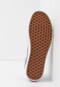 Vans - OLD SKOOL UNISEX - Sneakersy niskie - blue mirage/true white - 4