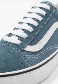 Vans - OLD SKOOL UNISEX - Sneakersy niskie - blue mirage/true white - 6