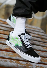 Vans - OLD SKOOL - Sneakers basse - black/true white - 8