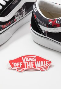 Vans - OLD SKOOL - Skate shoes - black/red/true white - 5