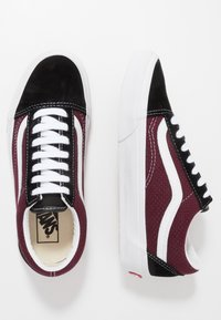 Vans - OLD SKOOL - Skate shoes - black/port royale