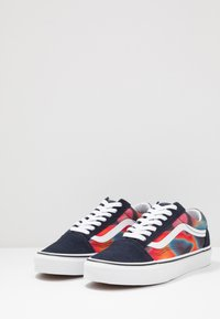 Vans - OLD SKOOL - Skate shoes - multicolor/true white - 2