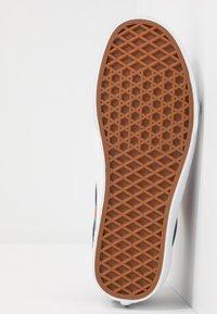 Vans - OLD SKOOL - Skate shoes - multicolor/true white - 4