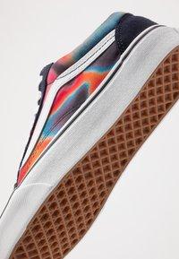 Vans - OLD SKOOL - Skate shoes - multicolor/true white - 6