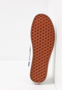 Vans - CLASSIC - Slip-ons - black/navy - 4