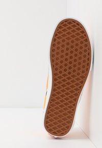 Vans - CLASSIC - Slip-ons - blazing orange/true white - 4