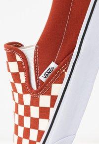 Vans - CLASSIC - Slip-ins - picante/true white - 6