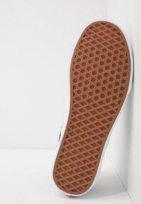 Vans - CLASSIC - Slip-ons - multicolor/true white - 4