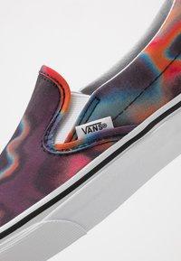 Vans - CLASSIC - Półbuty wsuwane - dark aura/multicolor/true white - 6